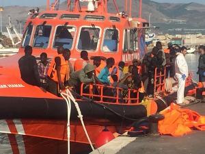 Imagen de la llegada al Puerto de Motril de la embarcación de Salvamento Marítimo.