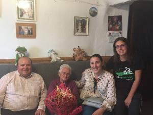 Mariana ha recibido la visita del alcalde y dos concejalas de Güéjar Sierra.