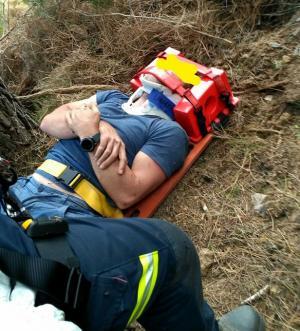 El accidentado, inmovilizado para su rescate.