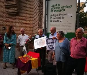 El homenaje a la resistencia antifranquista se celebró junto al arco de la antigua prisión, Lugar de Memoria.