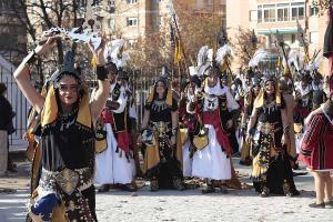 Desfile de moros y cristianos durante la Toma de 2017.