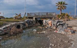 Aguas residuales en Playa Granada, Motril.