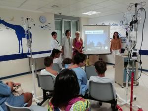 Astrónomos y enfermeras organizadoras de la actividad, en el taller.
