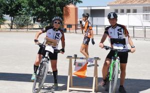 Los ciclistas llevan mapa y brújula y deben pasar puntos de control hasta la llegada a meta.