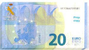 Uno de los billetes falsos que llevaba.
