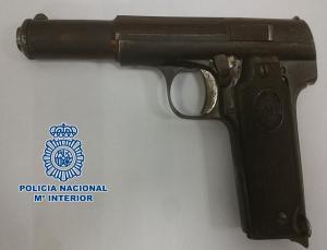 Una de las armas intervenidas.