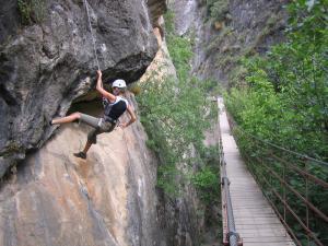 Puente colgante en los Cahorros, una zona habitual de senderismo y escalada.
