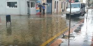 Calle San Miguel, inundada tras la tormenta.