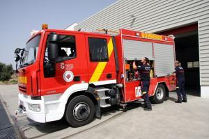 Camión y personal de la Agencia Provincial de Extinción de Incendios.