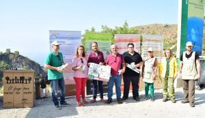 Presentación de la campaña junto a la playa de Cantarriján.