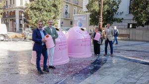 Presentación de la campaña, con contenedores rosa.