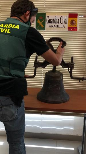 La Guardia Civil ha devuelto la campana a la Diócesis de Guadix.