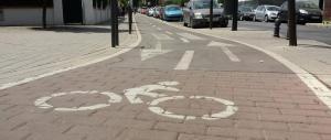 Detalle del carril bici en Andrés Segovia.