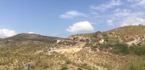 Vista del Barranco, con la máquina trabajando en el terreno.