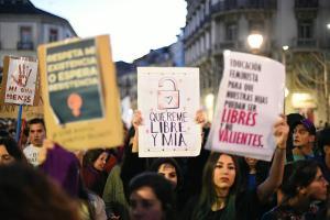 Detalle de algunas de los mensajes que se han reivindicado durante la manifestación.
