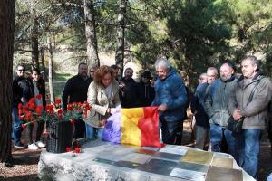La secretaria general de CCOO-A, Nuria López, ha descubierto la placa junto a Ricardo Flores.