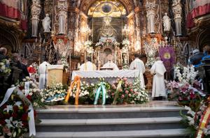 Eucaristía celebrada por el arzobispo para el día de las Angustias.