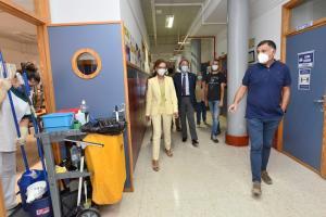 La delegada de Educación y el de Salud, en una visita a principios de septiembre a un instituto de La Zubia.