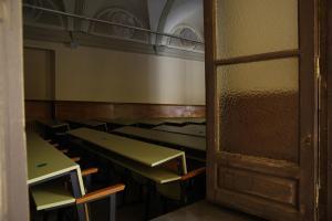 Imagen de un aula de la UGR, sin estudiantes, este jueves.