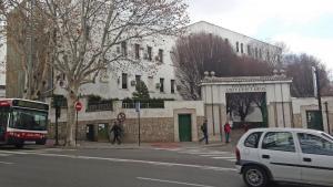 Vista de la entrada la parte antigua del Hospital Clínico San Cecilio.