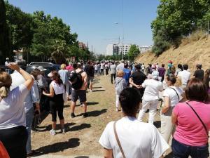 Colas para acceder al vacunódromo del Parque Norte de Bomberos de Granada en junio.