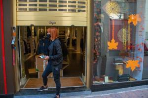 Comercios y hostelería de 43 municipios de la Costa y la Alpujarra reabren sus puertas.