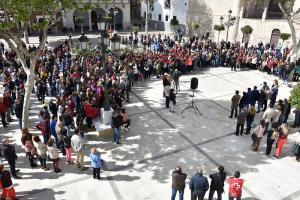 La concentración ha reunido a representantes de la sociedad bastetana para condenar la agresión.