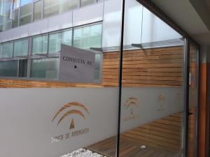 Cartel que indica la sala de Rayos X en el Centro de Salud de Huétor Vega.
