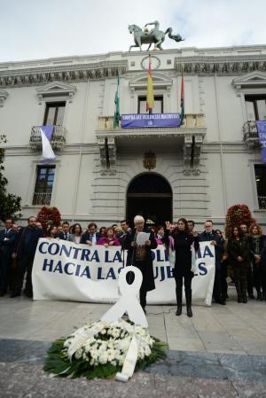 Emilia Barrio, del Consejo Municipal de la Mujer, ha leído la declaración institucional.
