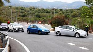 Control policial en la salida de la A-7 en La Herradura.