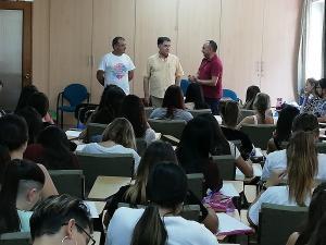 José Luis Cabezas con Manuel Martín y Mario Picazo al inicio de una de las clases.