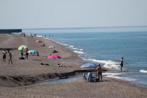 Primer día de playa en Salobreña.