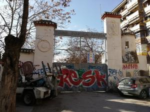 Entrada al antiguo Cuartel de Automovilismo.