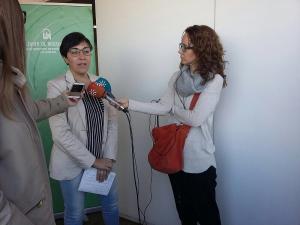 Fernández-Bermejo atiende a los medios.