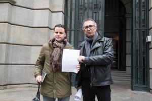 Juan Pinilla y Juan Pérez, promotores de la denuncia avalada por 2.500 firmas.