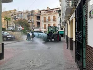 Imagen de archivo de tareas de desinfección por parte de las cooperativas agrarias en el municipio durante el confinamiento.