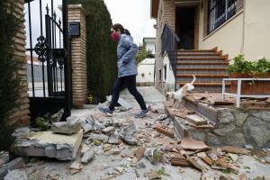 Desperfectos en una vivienda ocasionados por el terremoto del pasado sábado.
