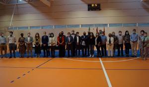 Autoridades en la inauguración del pabellón cubierto.