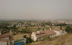 Calima sobre la capital y la Vega.