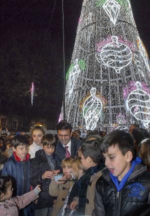 El alcalde, en el encendido de las luces de Navidad.