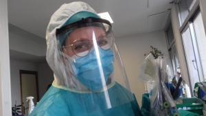 Una profesional del Hospital Virgen de las Nieves.