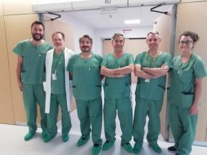 Equipo de cirujanos que han participado en la intervención.