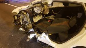 Vehículo accidentado en un túnel de la A-7 en Almuñécar el pasado septiembre en el que una mujer fue rescatada, herida.