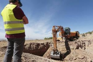 Imagen de la excavación en el Peñón del Colorao que llevó a cabo el investigador Caballero.