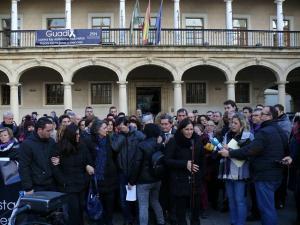 La familia de María del Pilar ha participado, rota de dolor, en la concentración.