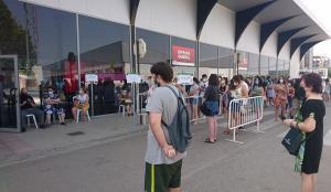 Entrada al punto de vacunación en la Feria de Muestras de Armilla.