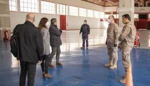 Personal del Virgen de las Nieves, de la Base Aérea de Armilla y de Fermasa, en la visita al recinto ferial.