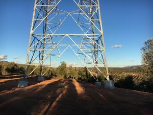 Base de una de las torres de alta tensión de la línea 400 kV.