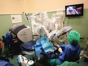Una de las sesiones con el robot quirúrgico Da Vinci.