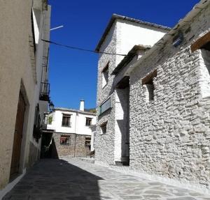Una de las calles reformadas de Pampaneira.